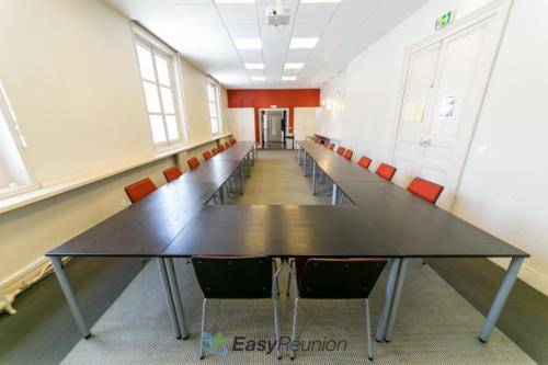 Salle Rouge de l'espace Cedias à louer pour réunion